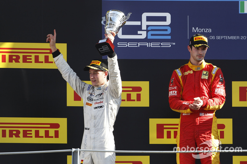 Race 1 Podium: second place Stoffel Vandoorne, ART Grand Prix and winner Alexander Rossi, Racing Eng