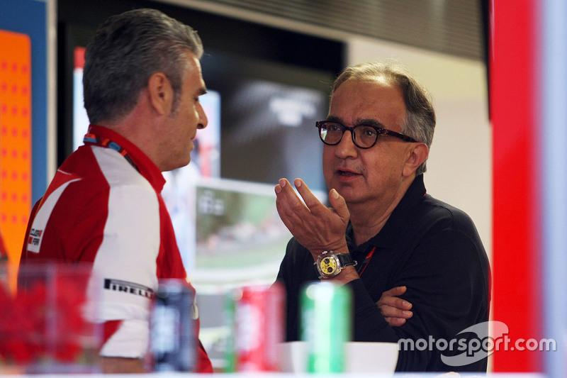 Maurizio Arrivabene, director del equipo Scuderia Ferrari con Sergio Marchionne, presidente y CEO de Ferrari Fiat Chrysler Automobiles