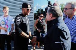 Lewis Hamilton, Mercedes AMG F1 con Jean Todt, Presidente de la FIA