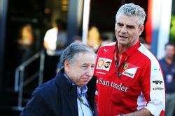 رئيس الاتحاد الدولي للسيارات جون تود مع مُدير فريق فيراري ماوريتسيو أريفابيني
