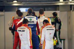 Alex Palou, Campos Racing et Zaid Ashkanani, Campos Racing attendent la pesée dans le parc fermé