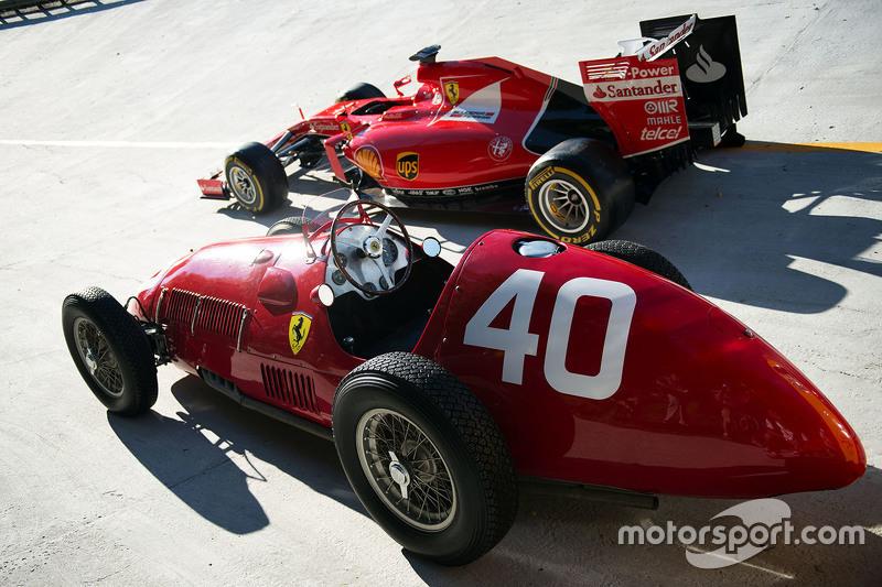 El Ferrari SF15-T y el Ferrari 166 F1 en el óvalo de Monza