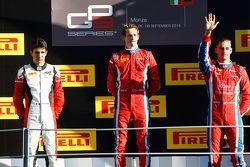 Race 1 Podium: 2de Esteban Ocon, ART Grand Prix, winnaar Emil Bernstorff en 3de Kevin Ceccon, Arden