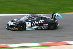 السيارة رقم 1 نادي فريق أودي دبليو آر تي البلجيكي أودي آر8 إل إم إس: لورنس فانثور، روبن فريجنز