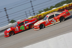 Ross Chastain, JD Motorsports Chevrolet y Ty Dillon, Richard Childress Racing Chevrolet