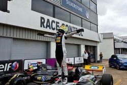 Yarış galibi Tio Ellinas, Strakka Racing