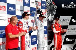 Podium : le deuxième Jake Dennis, le vainqueur Felix Rosenqvist et le troisième Lance Stroll, Prema Powerteam