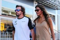 Fernando Alonso, McLaren con su novia Lara Alvarez