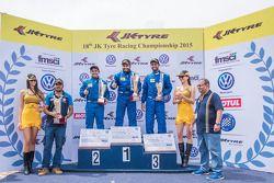 Gara 2, il vincitore Karminder Singh, secondo Ishaan Dodhiwala, terzo Anindith Reddy Konda