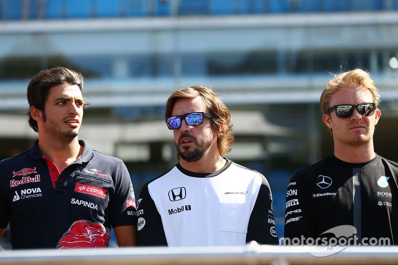Carlos Sainz Jr., Scuderia Toro Rosso with Fernando Alonso, McLaren and Nico Rosberg, Mercedes AMG F