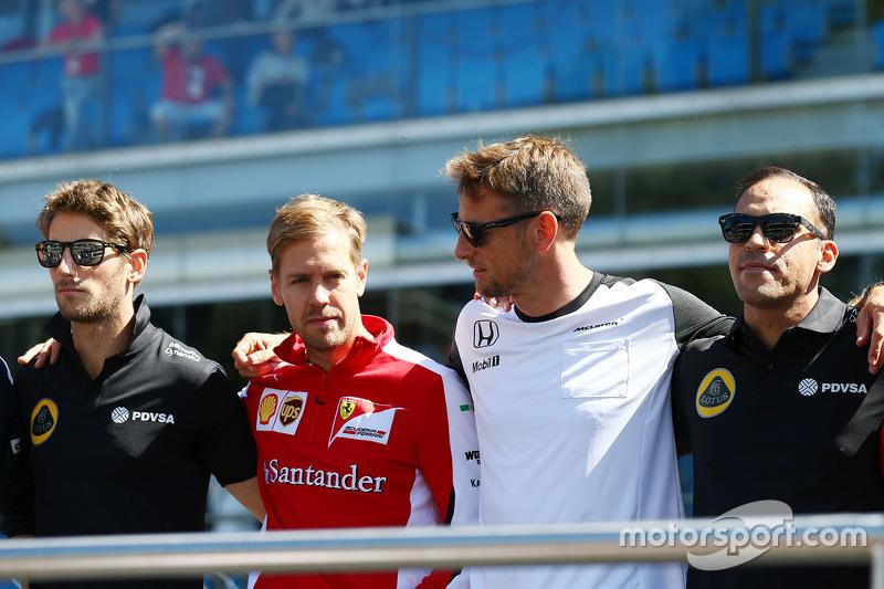 Romain Grosjean, Lotus F1 Takımı ile Sebastian Vettel, Ferrari, Jenson Button, McLaren ve Pastor Mal