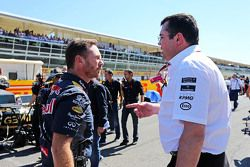 Christian Horner, Red Bull Racing Team Principal with Eric Boullier, McLaren Racing Director on the grid