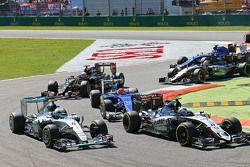 Nico Rosberg, Mercedes AMG F1 W06 e Sergio Perez, Sahara Force India F1 VJM08