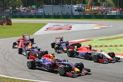 Daniel Ricciardo, Red Bull Racing RB11al inicio de la carrera