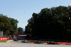 Alexander Rossi, Racing Engineering leads Julian Leal, Carlin and Rio Haryanto, Campos Racing