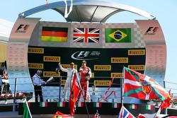 (De izquierda a derecha): Felipe Massa, Williams celebra su tercera posición en el podio con el segu