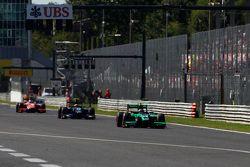 Richie Stanaway, Status Grand Prix leads Sergio Canamasas, Team Lazarus