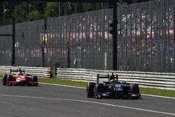 Серхио Канамасас, Team Lazarus едет впереди Рене Биндера, MP Motorsport
