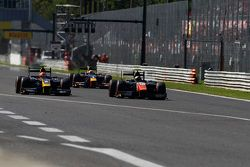 Alex Lynn, DAMS, leads Johnny Cecotto, Trident and Pierre Gasly, DAMS