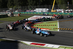 Matheo Tuscher, Jenzer Motorsport conduce Jimmy Eriksson, Koiranen GP y Alex Palou, Campos Racing