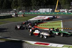 Sandy Stuvik, Status Grand Prix lidera aZaid Ashkanani, Campos Racing y Amaury Bonduel, Trident