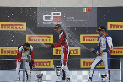 Course 2, le podium : le deuxième Esteban Ocon, le vainqueur Marvin Kirchhofer, ART Grand Prix et le troisième Luca Ghiotto, Trident
