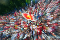 Фанаты Ferrari на главной трибуне
