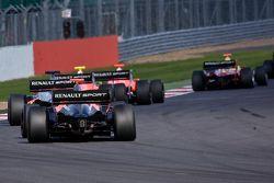 Formula Renault 3.5 cars through Woodcote