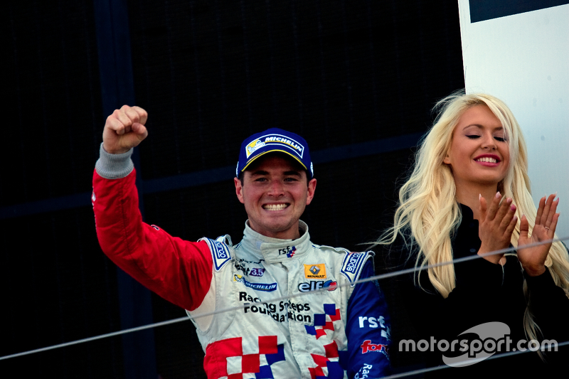 Kazanan Oliver Rowland, Fortec Motorsports celebrates