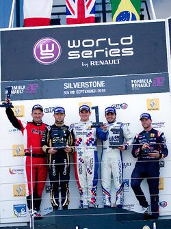 Podio: ganador Oliver Rowland, el segundo lugar Matthieu Vaxiviere, el tercer lugar Pietro Fantin