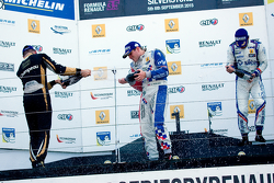 Podyum: Kazanan Oliver Rowland, ikinci Matthieu Vaxiviere, üçüncü Pietro Fantin