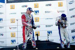 Winner Oliver Rowland, Fortec Motorsports celebrates