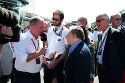 Martin Brundle, Commentatore Sky Sports con Jean Todt, Presidente FIA sulla griglia di partenza