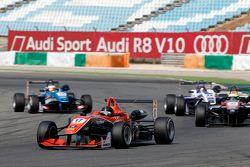 Julio Moreno, ThreeBond with T-Sport Dallara NBE y Alexander Sims, HitechGP Dallara Mercedes-Benz y