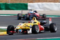 Antonio Giovinazzi, Jagonya Ayam with Carlin Dallara Volkswagen y Nick Cassidy, Prema Powerteam Dall