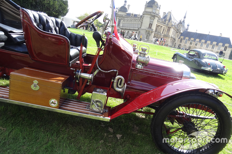 Classic automobiles at chantilly arts and elegance for Mercedes benz of chantilly staff