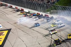 Jimmie Johnson, Hendrick Motorsports Chevrolet se crashe
