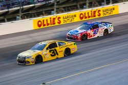 Ryan Newman, Richard Childress Racing Chevrolet et A.J. Allmendinger, JTG Daugherty Racing Chevrolet