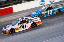 Paul Menard, Richard Childress Racing Chevrolet et Ricky Stenhouse Jr., Roush Fenway Racing Ford