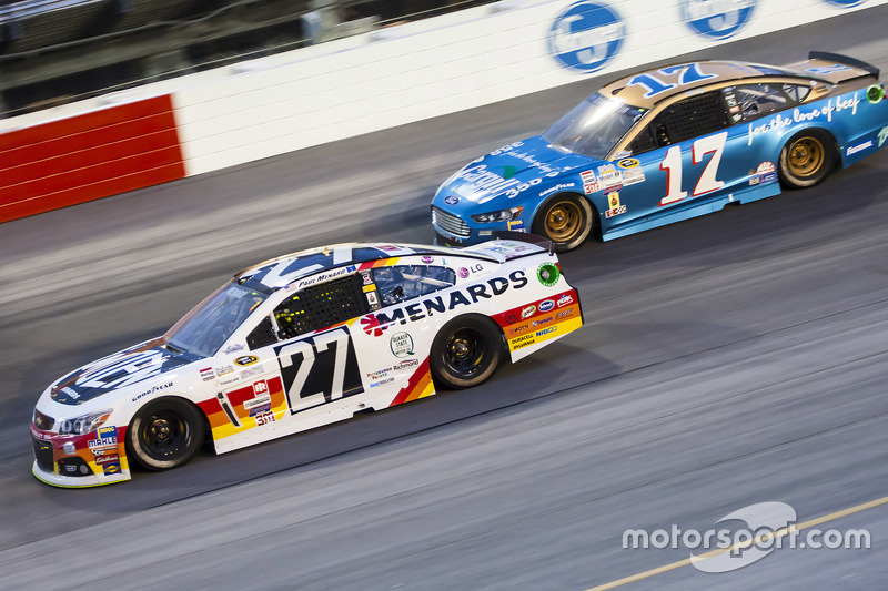 Paul Menard, Richard Childress Racing Chevrolet and Ricky Stenhouse Jr., Roush Fenway Racing Ford
