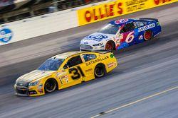 Ryan Newman, Richard Childress Racing Chevrolet et Trevor Bayne, Roush Fenway Racing Ford
