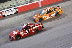 Justin Allgaier, HScott Motorsports Chevrolet et Carl Edwards, Joe Gibbs Racing Toyota