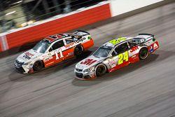 Denny Hamlin, Joe Gibbs Racing Toyota et Jeff Gordon, Hendrick Motorsports Chevrolet