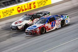 Matt Dibenedetto, BK Racing Toyota et A.J. Allmendinger, JTG Daugherty Racing Chevrolet