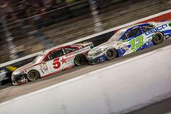 Kasey Kahne, Hendrick Motorsports Chevrolet y Casey Mears, Germain Racing Chevrolet