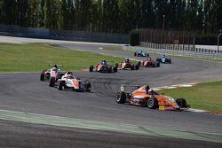 Azione di Gara: Robert Shwartzman, Mucke Motorsport, in testa al gruppo