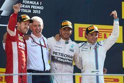 Podium : le vainqueur Lewis Hamilton, Mercedes AMG F1, le deuxième, Sebastian Vettel, Ferrari, le troisième, Felipe Massa, Williams