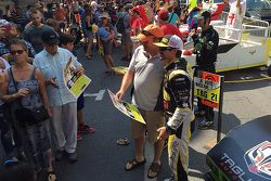 Alex Tagliani antes da Red Bull soap box race em Montreal
