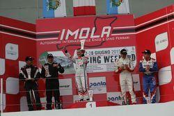 Podio Gara 1: Valentina Albanese, Seat Motorsport Italia, Stefano Valli e Vincenzo Montalbano su BMW