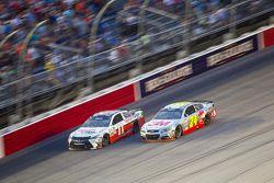 Denny Hamlin, Joe Gibbs Racing Toyota e Jeff Gordon, Hendrick Motorsports Chevrolet